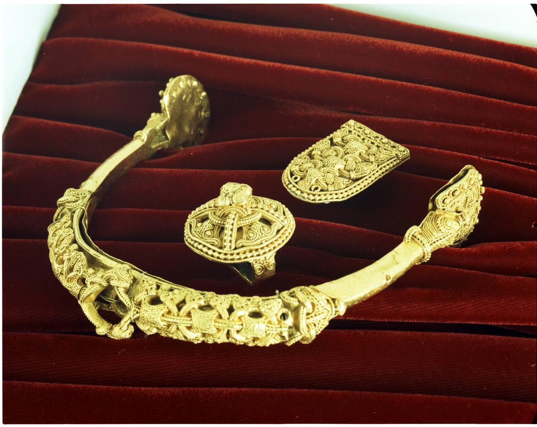 Gullsporen fra Rød er en spore fra vikingtiden som ble funnet på gården Rød ved Værne kloster i Rygge i 1872. Senere ble også sporens rembeslag funnet.