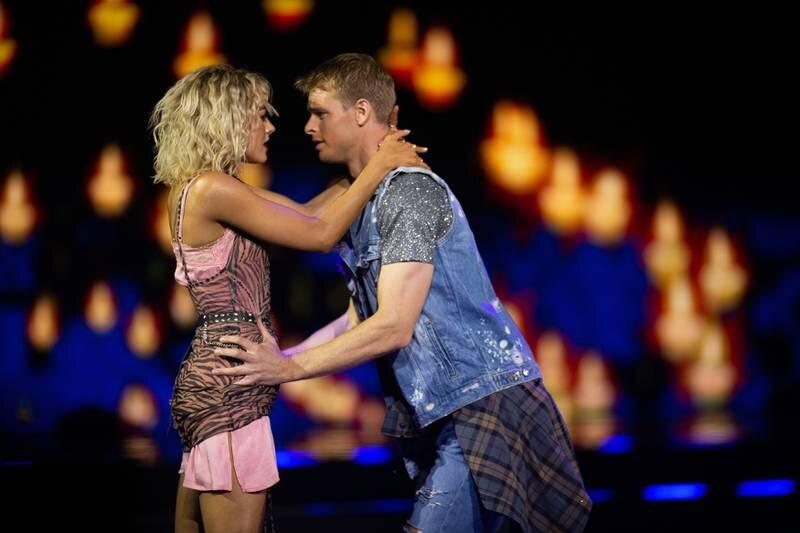 Simon Nitsche og Helene Spilling i en Rumba til låten «More Than Words»