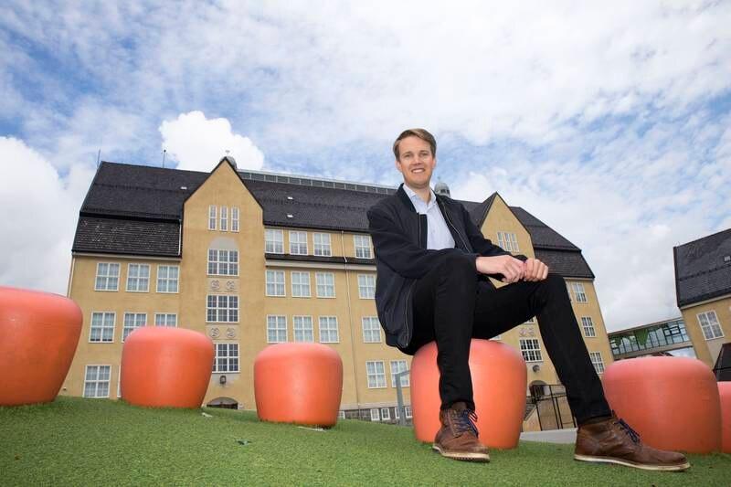 Torstein Tvedt Solberg slet på barneskoene sine på Nylund skole, og vender gjerne tilbake til åstedet.
