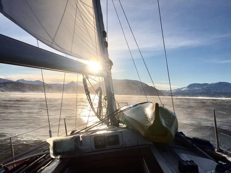 Kald sjørokk (frostrøyk over sjøen).
