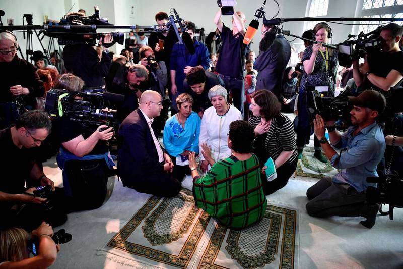 Seyran Ates ved åpningen av den liberale Ibn-Rushd-Goethe-Moskeen i Berlin, 16. juni 2017. Nå har dokumentarfilmskaper Nefise Özkal Lorentzen fått 200.000 kroner i produksjonsmidler for sin dokumentar om den kontroversielle imamen.