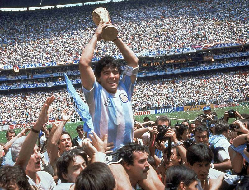 vm-gull: Diego Maradona med VM-trofeet Argentina tok hjem i Mexico i 1986.