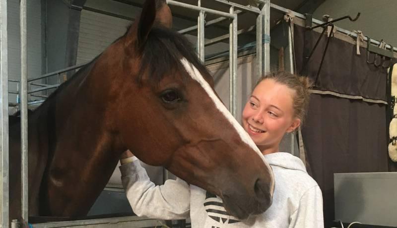 Debuterer: Camilla Finsrud (17) låner hesten Feona, og debuterer i juniorklassen under NM.