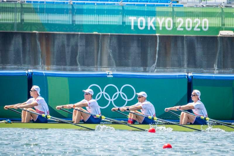 Roerne Erik Solbakken (fra venstre), Oscar Helvig, Olaf Tufte og Martin Helseth forbereder seg så godt de kan på ro-arenaen Sea Forest Park i Tokyo. Det er syvende gang veteranen Olaf Tufte deltar i sommerlekene.