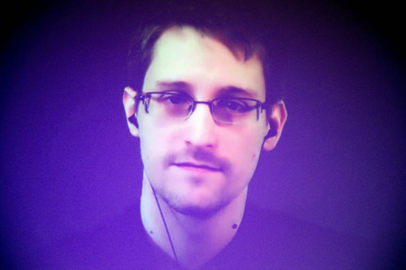 Den amerikanske varsleren Edward Snowden ble tildelt Bjørnson-prisen i år. Her fra en videokonferanse under et Amnesty-konferanse i desember i fjor. FOTO: Charles Platiau/NTB SCANPIX
