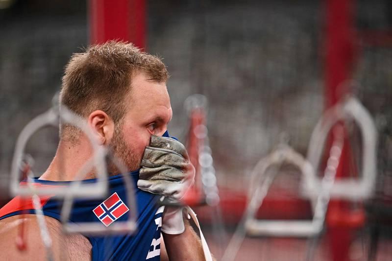 Eivind Henriksen har skjønt at finalekastene hans holder til et historisk OL-sølv.