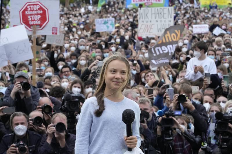 Klimaaktivist Greta Thunberg talte til en stor menneskemengde i Berlin fredag. Foto: Markus Schreiber / AP / NTB