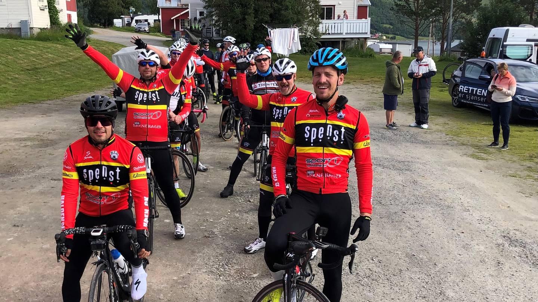 Halden-gruppa i front for laget til Idretten Skaper Sjanser under Arctic Race of Norway.