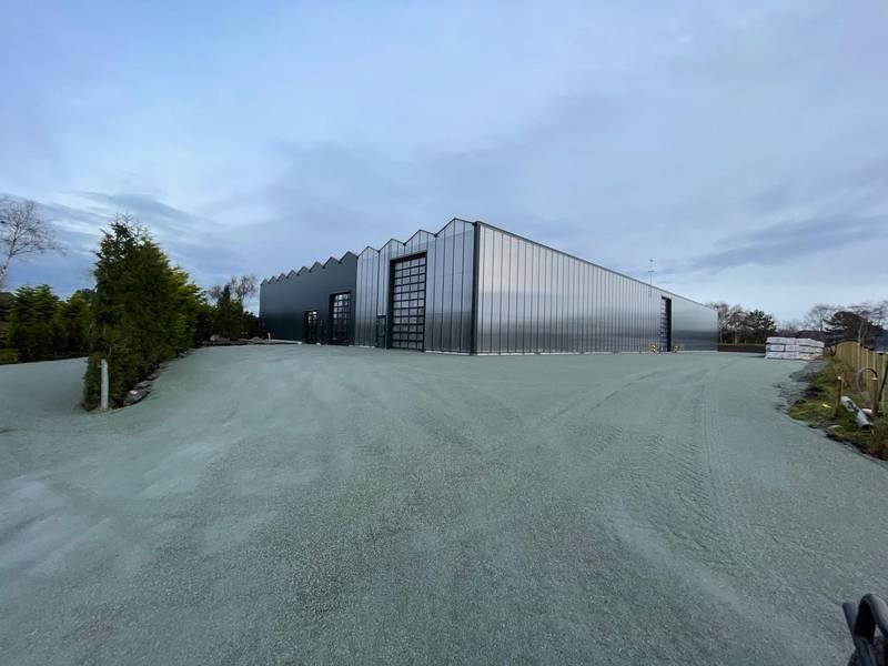 Drivhuset skal erstatte drivhuset på Jåttå. Da slipper bedriften de ukentlige lastebilturene til og fra fastlandet. Foto: Privat