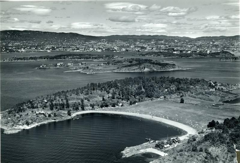 ] Langøyene var i bruk som badeplass fra 1934 til tross for at søppelfyllinga fikk siste påfyll i 1948. I 2013 piplet søpla opp og badeplassen ble stengt fram til i år.