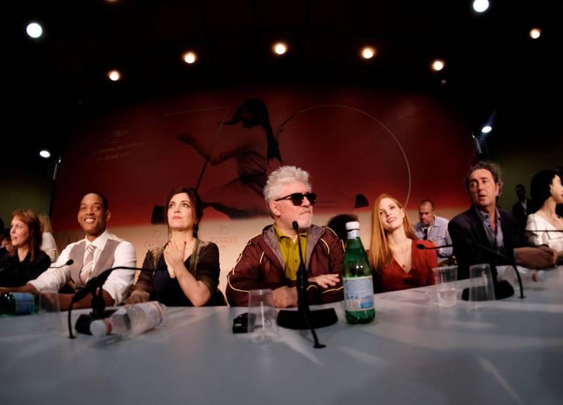 Pedro Almodóvar er Cannes-adel, og i år president for Gullpalme-juryen. En rekke av de andre i jubileumsjuryen 2017 har fått sin karriere definert av festivalen, som Jessica Chastain, Park Chan-wook, Paolo Sorrentino. Agnes Jaoui og Maren Ade, mens Will Smith er Hollywoods fremste alibi i en sammensatt jury.