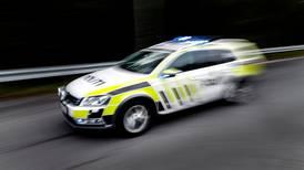 Gutt (15) sparket politimann i hodet