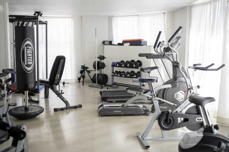 Ved inngangspartiet i første etasje har kollektivet et eget nyoppusset treningsrom.