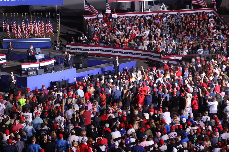 Tidligere president Donald Trump taler til støttespillere på valgkampmøte i Iowa 9. oktober.