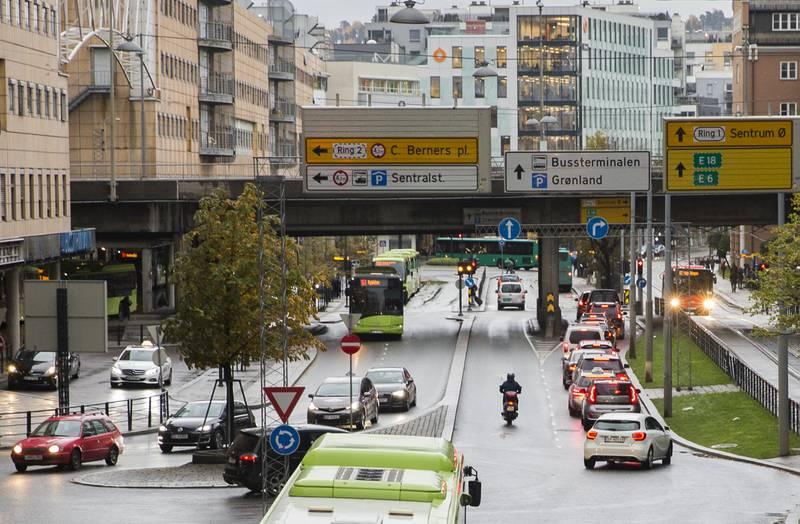 Klimaundersøkelsensom blir presenteres tirsdag, viser at 49 prosent er negative til mer restriktivt bilbruk i sentrum.