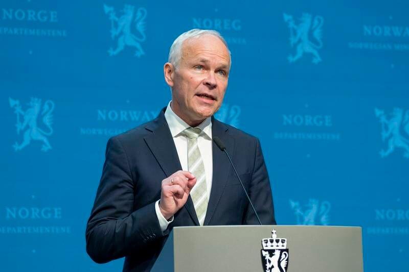 Finansminister Jan Tore Sanner (H) under pressekonferansen om revidert nasjonalbudsjett for 2021.
