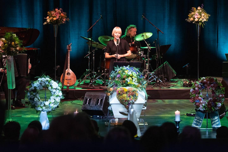 Britt Synnøve Johansen synger Morer av Svein Tang Wa.