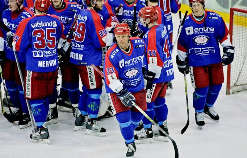 Vi spoler nesten ti år tilbake. Øystein Olsen (foran) i semifinalen mot Sparta. Han spilte for VIF i 18 år.