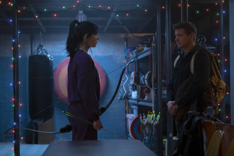 «Hawkeye» er den neste Avengers-helten ut i Marvels TV-serier. Her han Hawkeye (Jeremy Renner) selskap av hun som skal bli hans etterfølger i denne franchisen, Kate Bishop (Hailee Steinfeld).