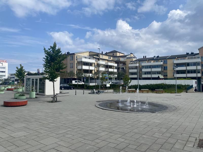 Områdetløftet og områdereguleringen i Stavanger Kommune ønsker at det skal bli mer liv på Hillevåg torg.