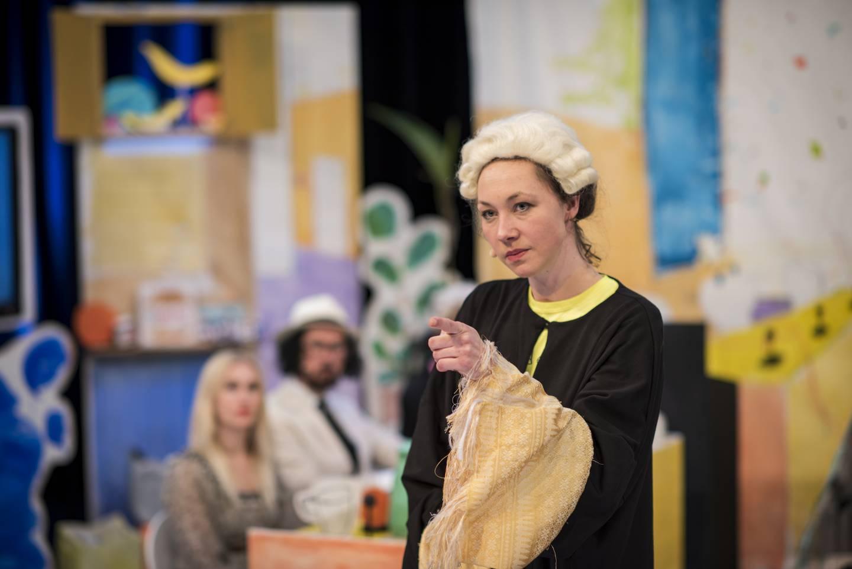 Aktor Laura Mitzkus argumenterer for at Edy Poppy og Julian Blaue er skyldige er strukturell vold.