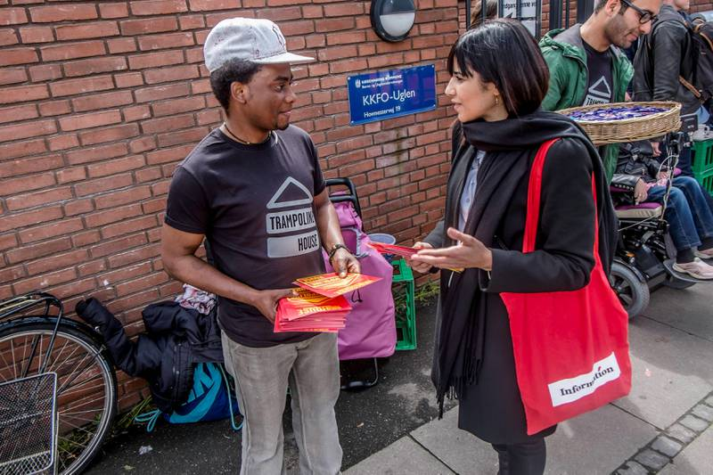 Niyo Joseph og Ranja Ajineh utenfor et valglokale i København. FOTO: Andreas Ståhl