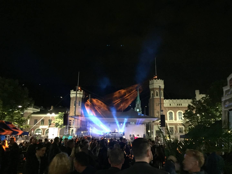 Vanligvis vil Bragernes torg være fullt av publikummere, utstillere og artister, men i år må Elvelangs-arrangørene finne noe noe annet på torgscenen.