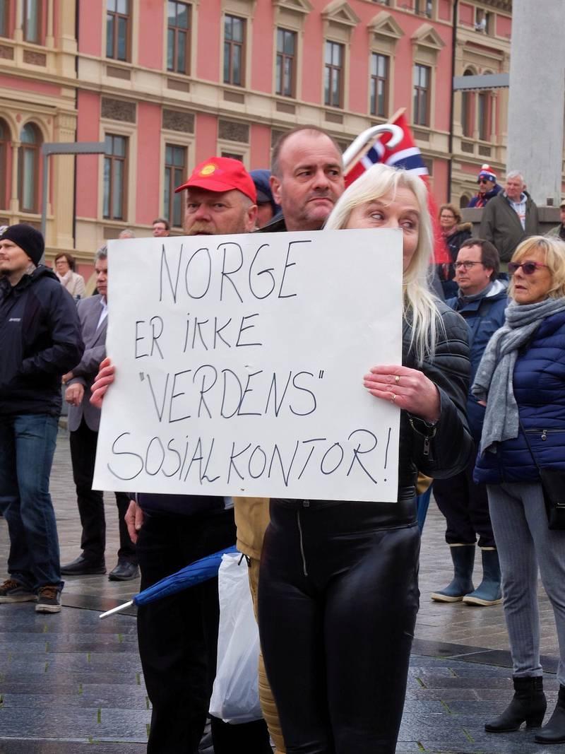 Flere hadde møtt opp for å støtte Listhaug da hun talte i Drammen 1. mai.