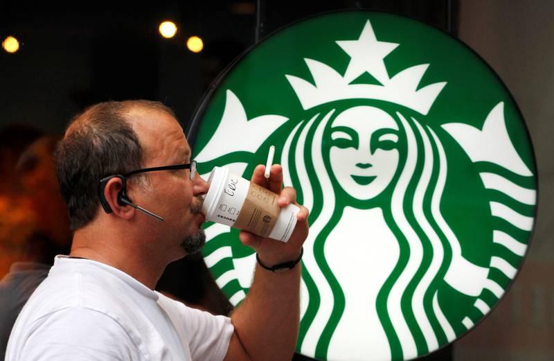 Starbucks, Google og Facebook er antakelig en større trussel mot den norske velferdsstaten enn en gjeng forfrosne syrere, mener kommentator Sven Egil Omdal. Han får noe støtte i finanskomiteen. FOTO: David Goldman/NTB SCANPIX