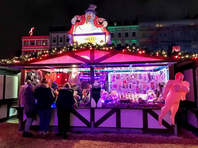 På julemarkedet Santa Pauli på Reeperbahn finner du julegavene du kanskje ikke legger under familiejuletreet...