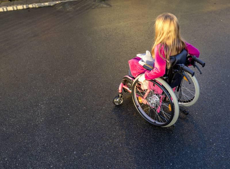 Trondheim  20171106. Barn i rullestol ute. Modellklarert. Foto: Gorm Kallestad / NTB