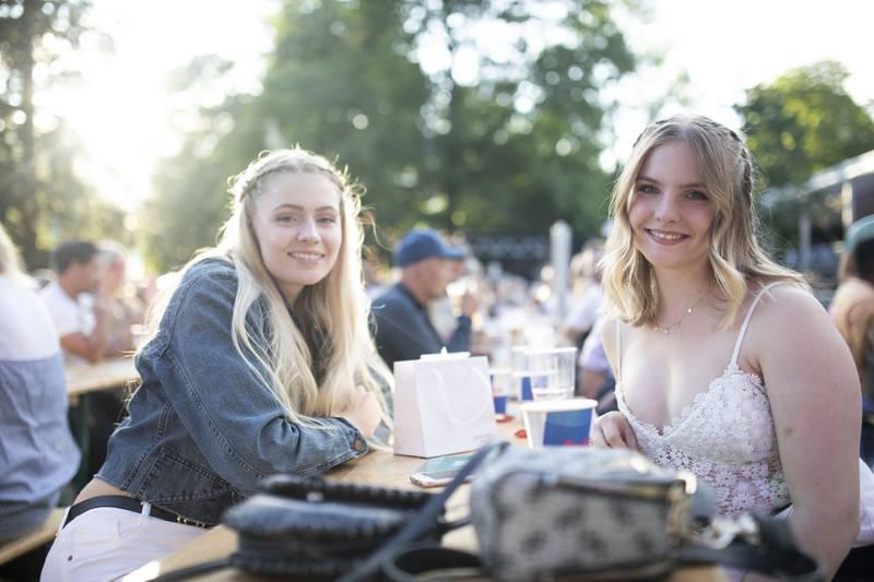 Mari Berg og Odd Iren Langleite gleder seg til Postgirobygget