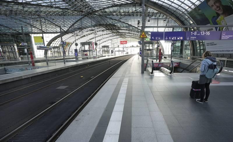 Sentralbanestasjonen i Berlin, som nå går fra grønt til oransje på EUs smittekart
