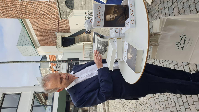"""Tore Rem, forfatter av den store biografien om Kong Olav, ved lanseringen av andre bind """"Krigeren"""", under Kapittel-festivalen i Stavanger"""