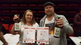 Ekteparet May og Hans Petter har gjort hobby til jobb - nå finner du ølet deres i butikkhyllene