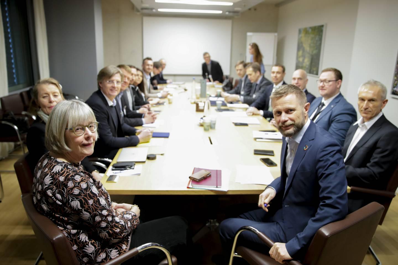 Statssekretær Anne Grethe Erlandsen (t.v), her sammen med  og helse- og omsorgsminister Bent Høie (H) i fjor.
