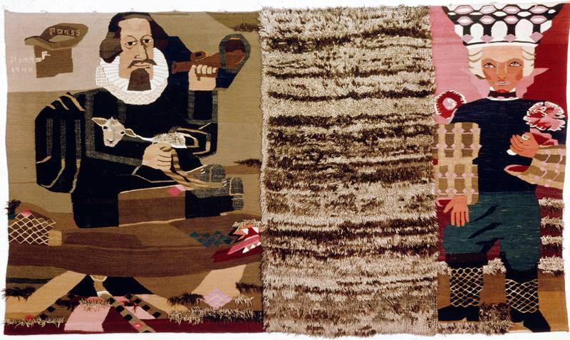 Hannah Ryggen var politisk engasjert, men kunne også gripe tak i lokal historie. «Peter Dass» (1940) forteller visstnok historien om da dikterpresten overtrumfet djevelen for å nå frem og holde preken for Kongen i København. Bildet kan tolkes slik at djevelen er representert av en brukt båtrye (i midten) som hun hentet fra nærmiljøet på Ørlandet. FOTO: NASJONALMUSEET/TRULS TEIGEN