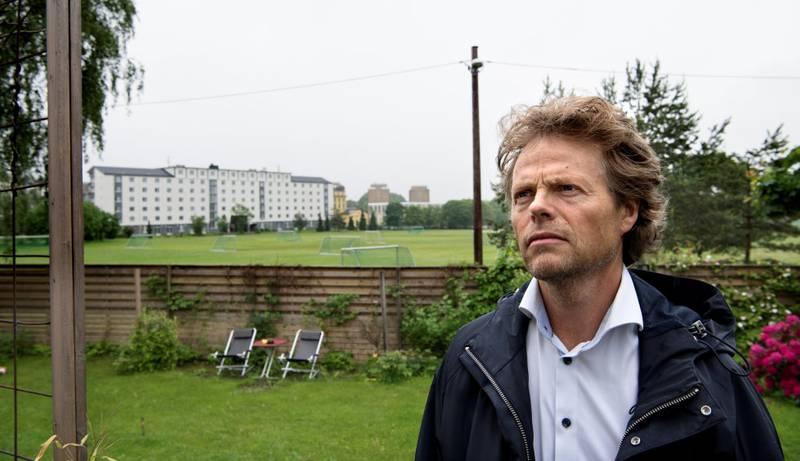 Her, rett bak hagegjerdet til Jørgen Brun på Voldsløkka, skal Marcus & Martinus holde storkonsert lørdag 2. juli. Naboene er ikke blitt hørt, mener Brun og flere naboer og borettslag i området.