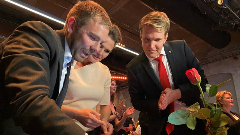 Tom Kalsås er ikke inne på Stortinget ennå, og vil følge nøye med utover kvelden. - Jeg er ikke inne, men er ikke langt unna, sier han til RA.