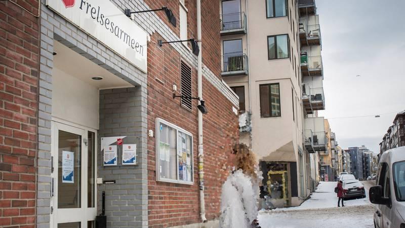 Hver måned går «Marit» til Frelsesarmeens slumstasjon i Oslo for å hente mat. I år har hun også lagt ut annonse på nettet fordi hun ikke har råd til gaver til døtrene.
