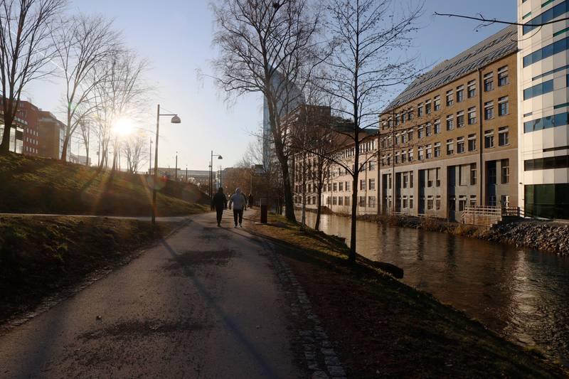 Oslo 20200122.  Rene vårstemningen i januar sola  langs Akerselva på Grønland i Oslo. Foto: Terje Bendiksby / NTB