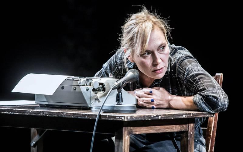 I den svenske teaterversjonen av «Min Kamp» spilles Karl Ove av fire forskjellige skuespillere, inkludert. Jessica Liedberg.