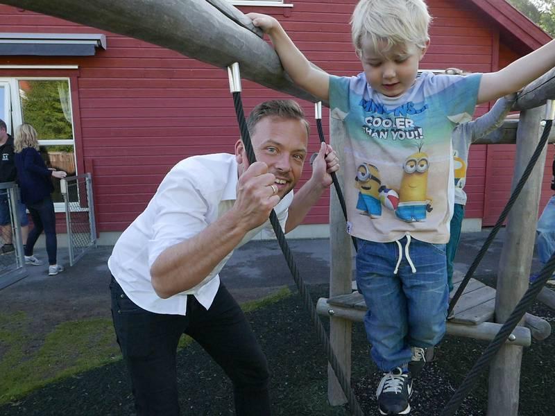 PÅ BARNEHAGEBESØK: SV-leder Audun Lysbakken gjestet Smedhusåsen private barnehage i Rygge.
