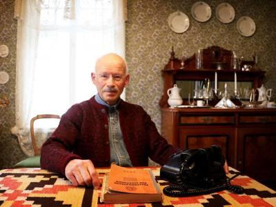 Har nummer fra 1916 – nå sier antikvar Buch opp fasttelefonen