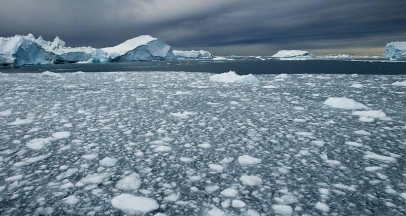 Illulisatt, Greenland 20050503. Arktiske Bikkepunkt. Når vannet i Arktis varmes opp til 4-6 grader celsius skjer det et skift i økosystemet der tilstanden i systemet forandrer seg. Dette kan få store konsekvenser for fordeling av arter og produksjon i havet.  Foto: Jan-Morten Bjørnbakk / Scanpix
