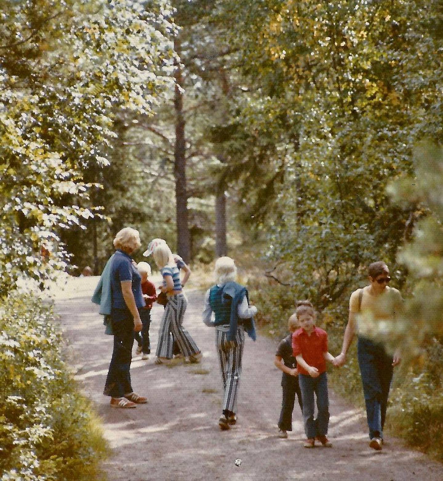 Anno 1970-tall: Ut på tur aldri sur. Vi var ofte på skauen med vennefamilier.