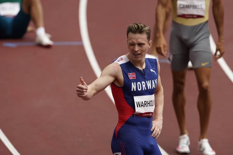 Karsten Warholm tok seg kontrollert videre fra forsøket på 400 meter hekk i OL. Foto: Lise Åserud / NTB