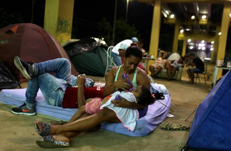 MIGRANTER: Over tre millioner venezuelanere har forlatt landet. Her er noen av dem på en  busstasjon i Manaus i Brasil. FOTO: BRUNO KELLY/NTB SCANPIX