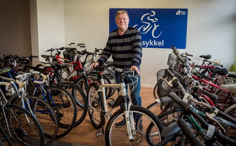 Rune Klarholm bemanner sykkelbutikken på Lambertseter. – Her får du sykler til en billig penger. Du kan til og med prute, sier han.