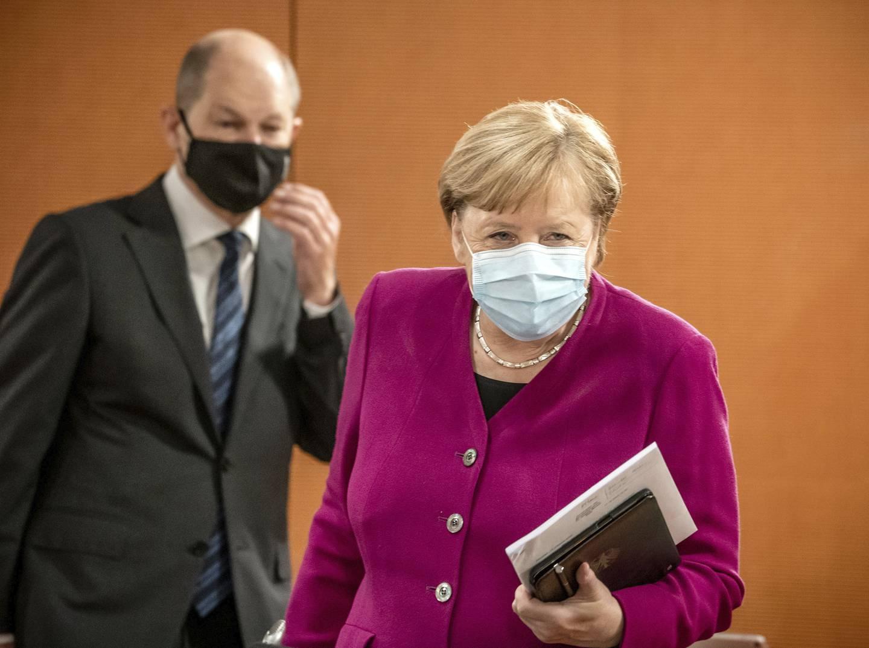 Angela Merkel takker for seg etter 16 år som Tysklands kansler. SPDs Olaf Scholz kan bli hennes arvtaker.